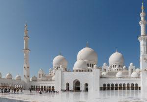 Vista exterior de una Mezquita en Dubai