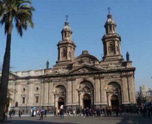 Exterior de la Catedral Metrpolitana de Santiago de Chile