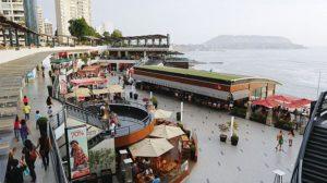Centro Comercial Larcomar en Lima, Perú