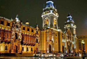 Catedral de Lima en el centro histórico de noche