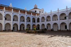 Claustro de San Felipe Neri en Sucre, Bolivia.