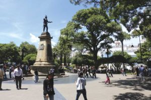 Vista de la Plaza 25 de Mayo en Sucre