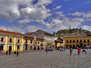 El-centro-histórico-de-Quito-Plaza-de-San-Francisco