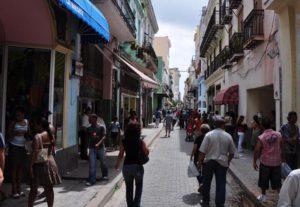 Calle Obispo en La Habana Vieja
